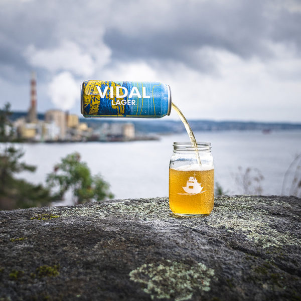Vidal-Lager-Pouring-Into-Glass